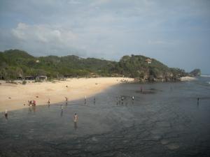 Pantai Sundak dilihat dari atas Bukit